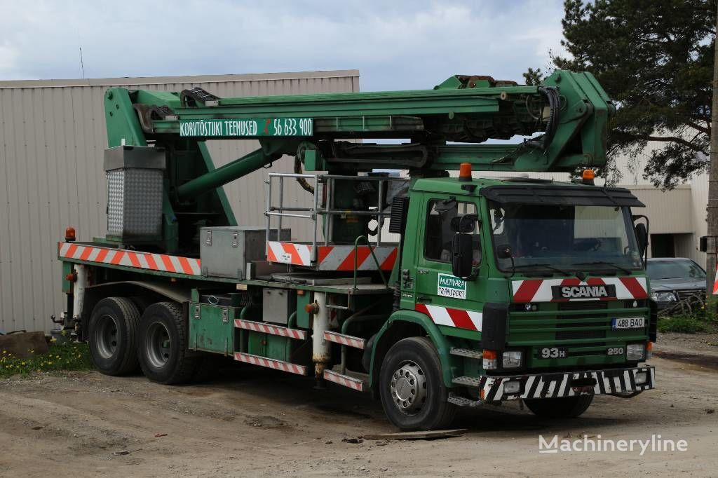 SCANIA P93HL / Isoli PTJ400S lift