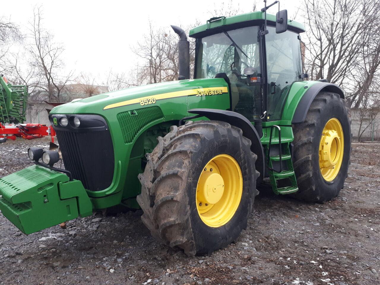 JOHN DEERE 8520 PowerShift  traktor på hjul